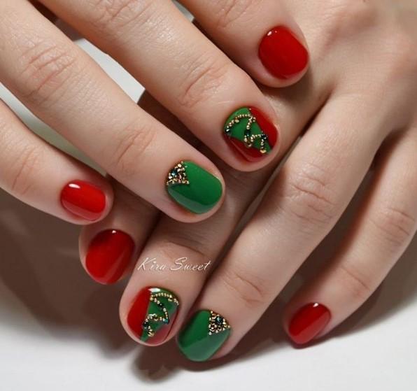Маникюр зеленого цвета на короткие ногти дизайн