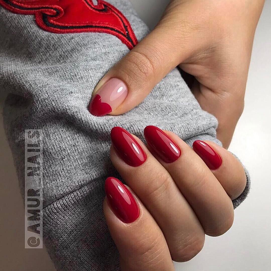 Элегантный красный маникюр фото