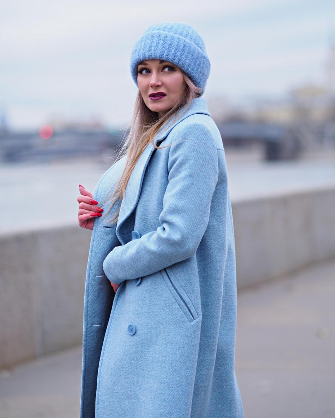 Голубое пальто фото 4