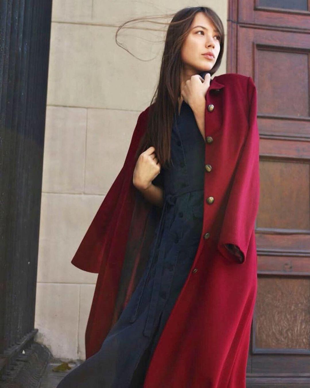 Бордовое пальто фото 8
