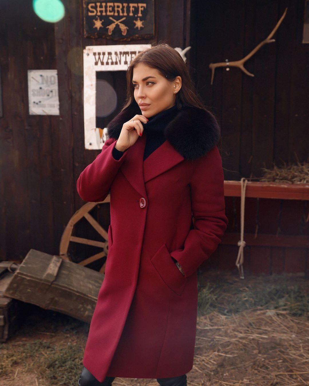 Бордовое пальто фото 1