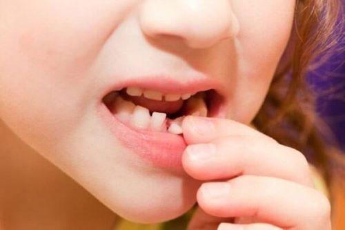 желудочный запах изо рта причины