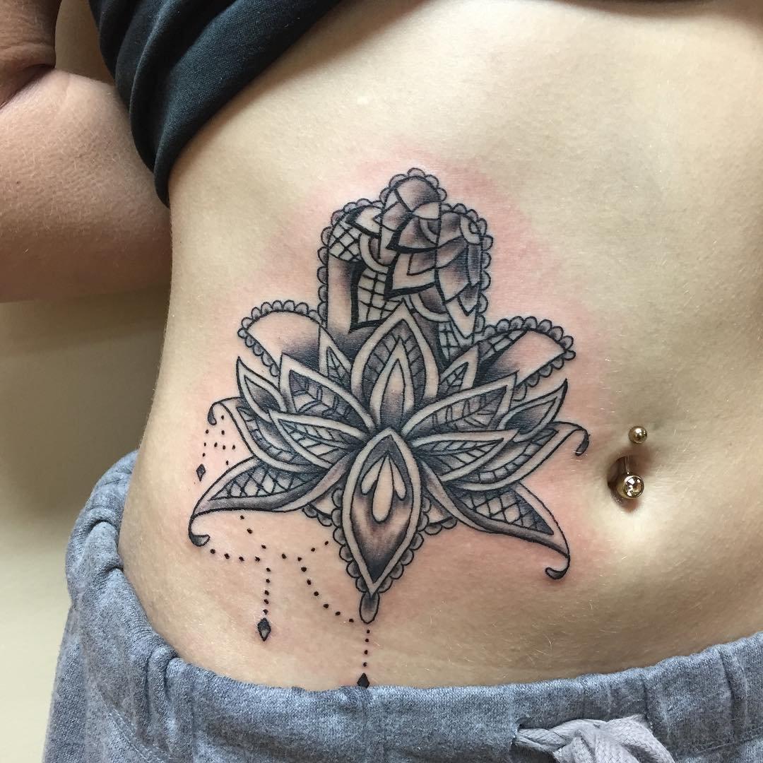 Великолепные идеи для татуировок на животе для девушек