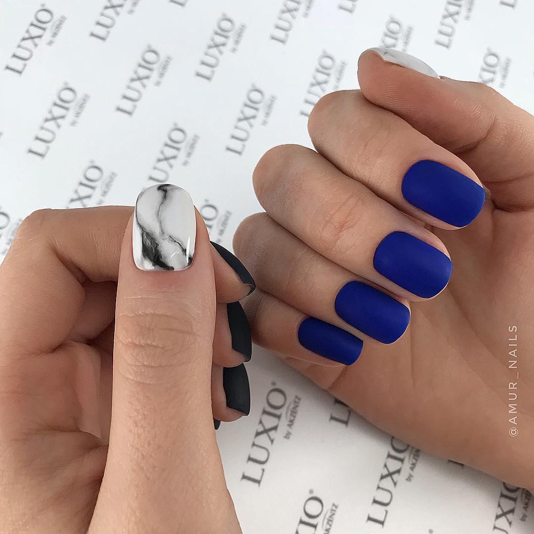Матовые короткие ногти фото 53