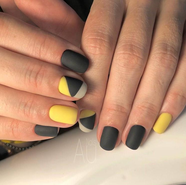 Матовые короткие ногти фото 47