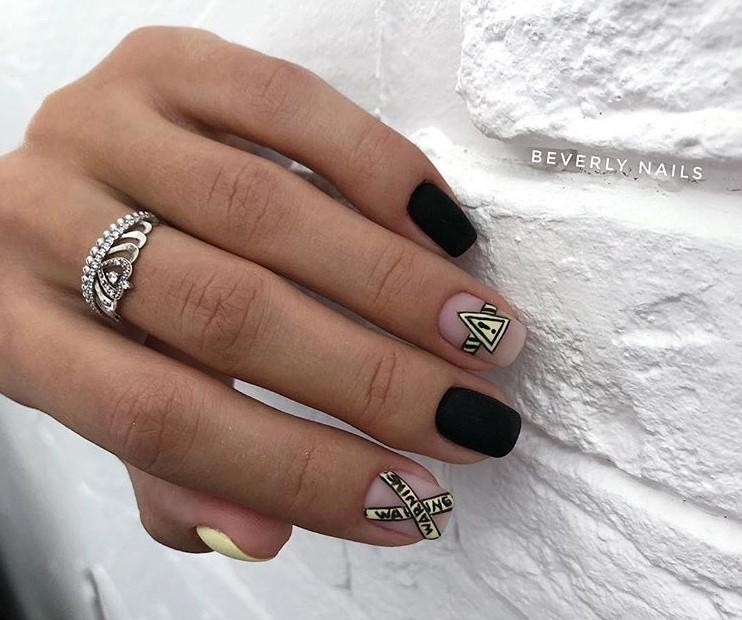 Матовые короткие ногти фото 45
