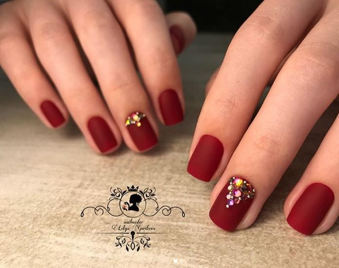 Матовые короткие ногти фото 27