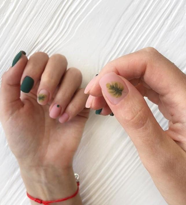 Матовые короткие ногти фото 25