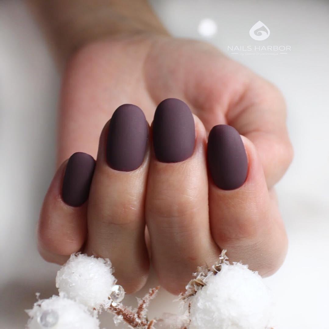 Матовые короткие ногти фото 17
