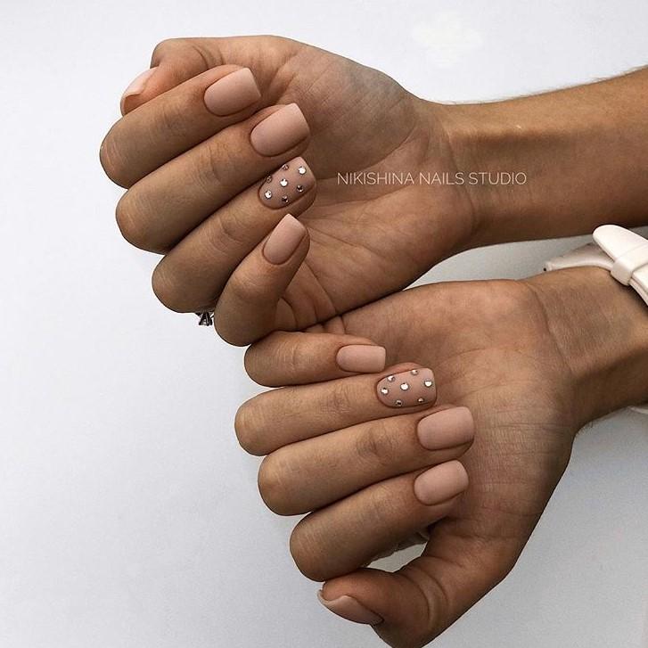 Матовые короткие ногти фото 14