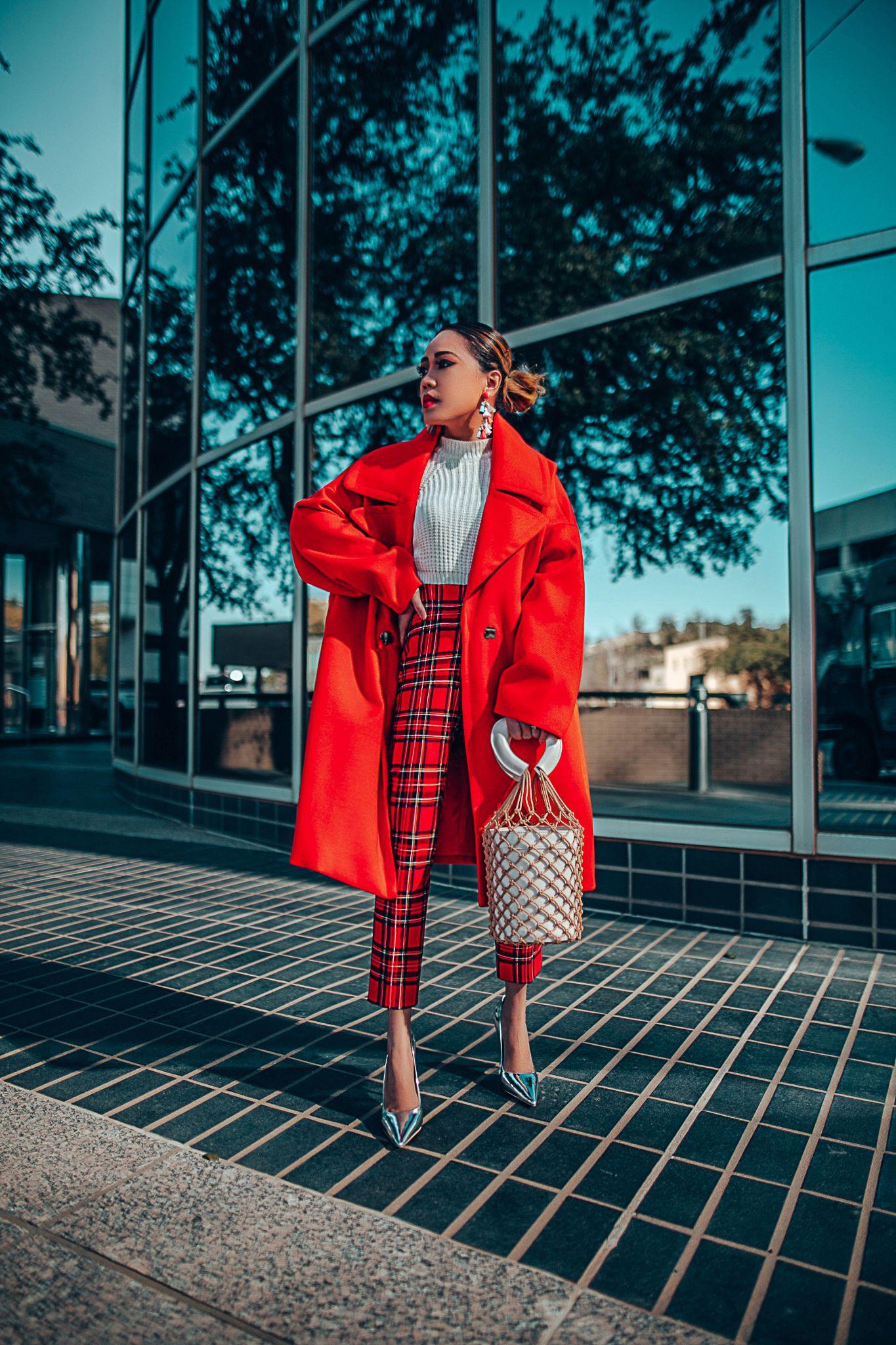 Красное пальто фото 4