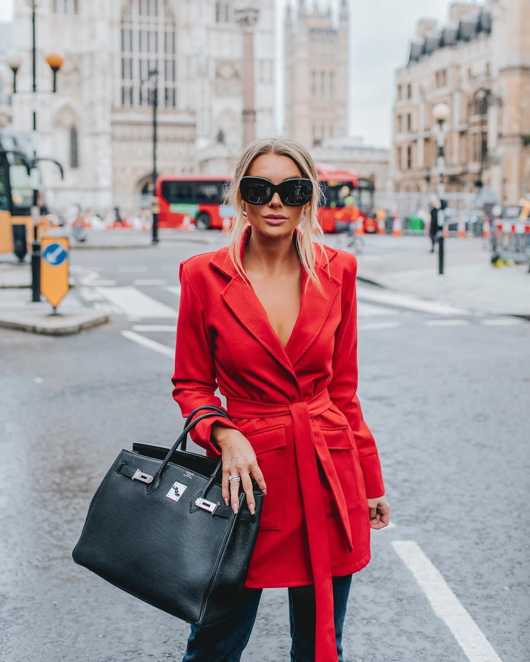 Красное пальто фото 8