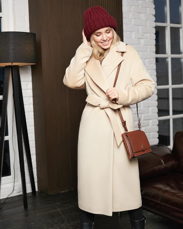 С чем носить женское бежевое пальто: 22 стильных образа
