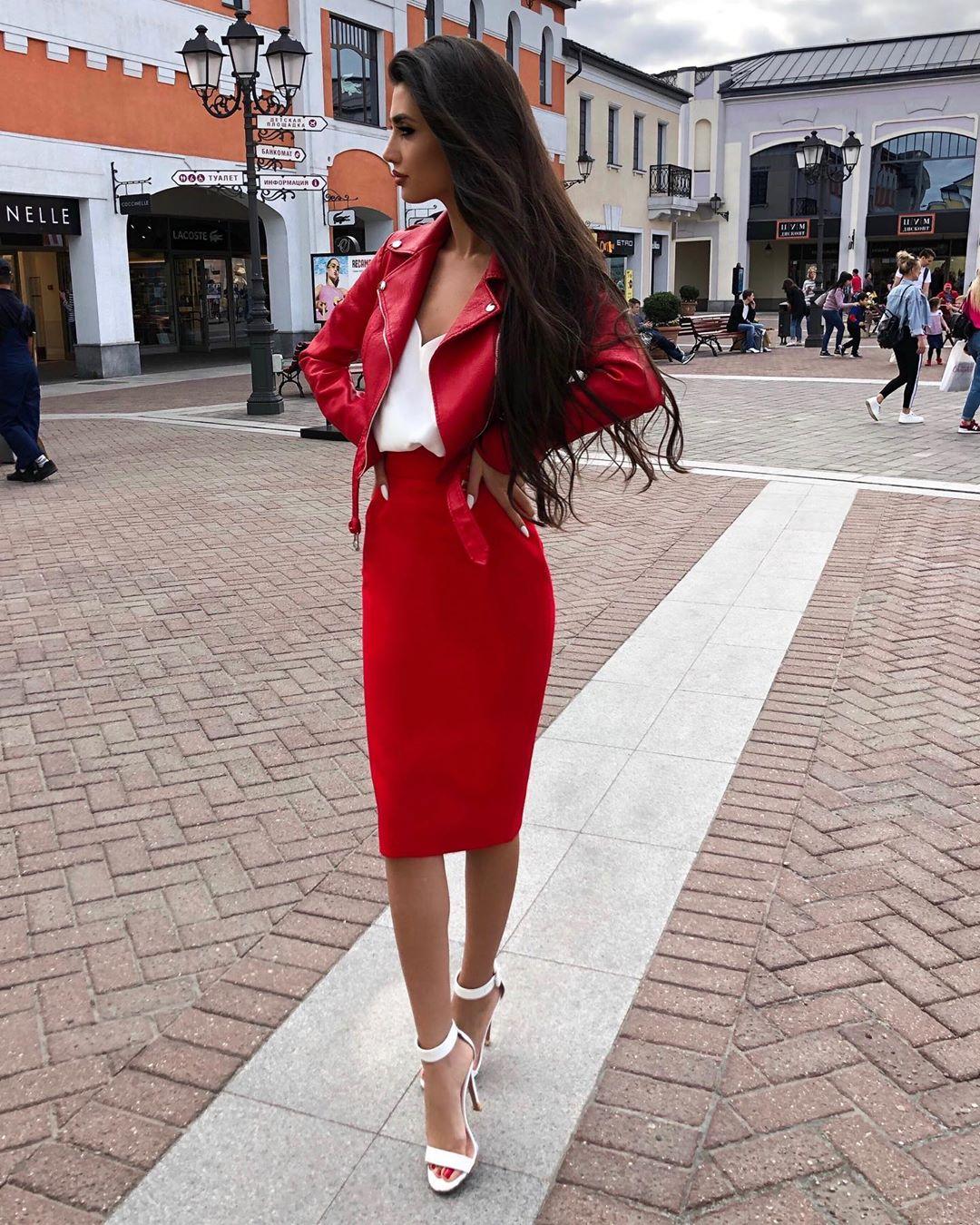 Красная куртка фото 5