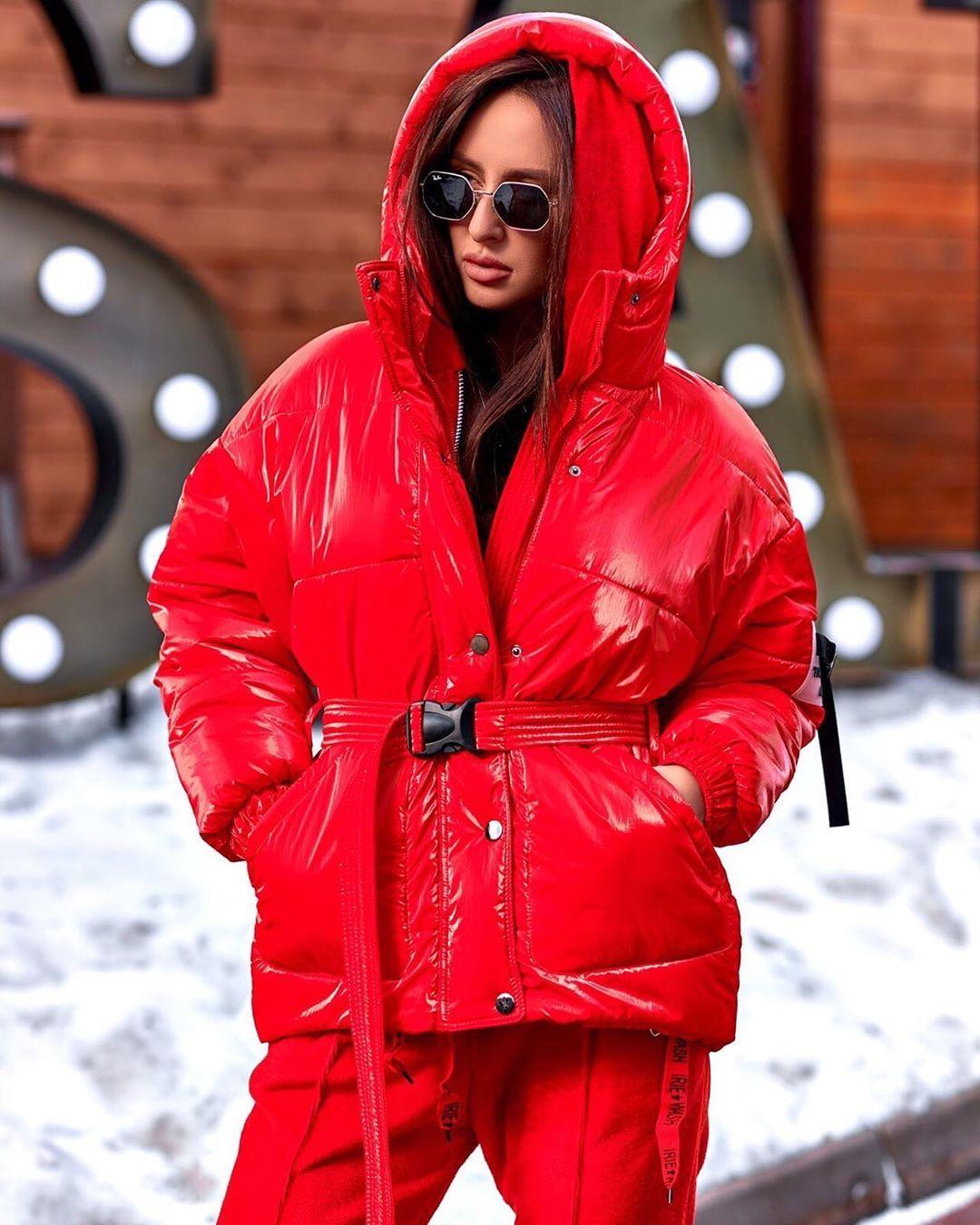 Красная куртка фото 6