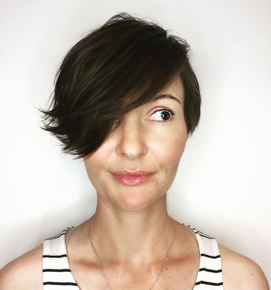 стрижки для женщин после 50 лет на разную длину волос фото 5