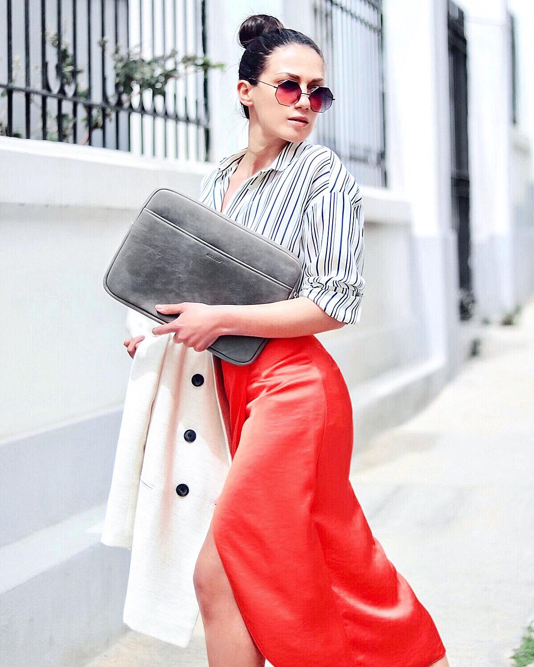 Красная юбка с блузой фото 1
