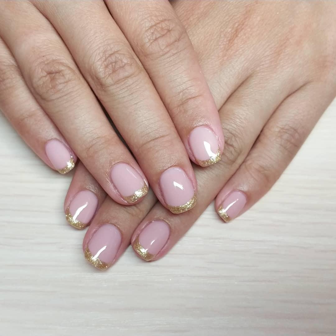 Французский маникюр на короткие ногти_41