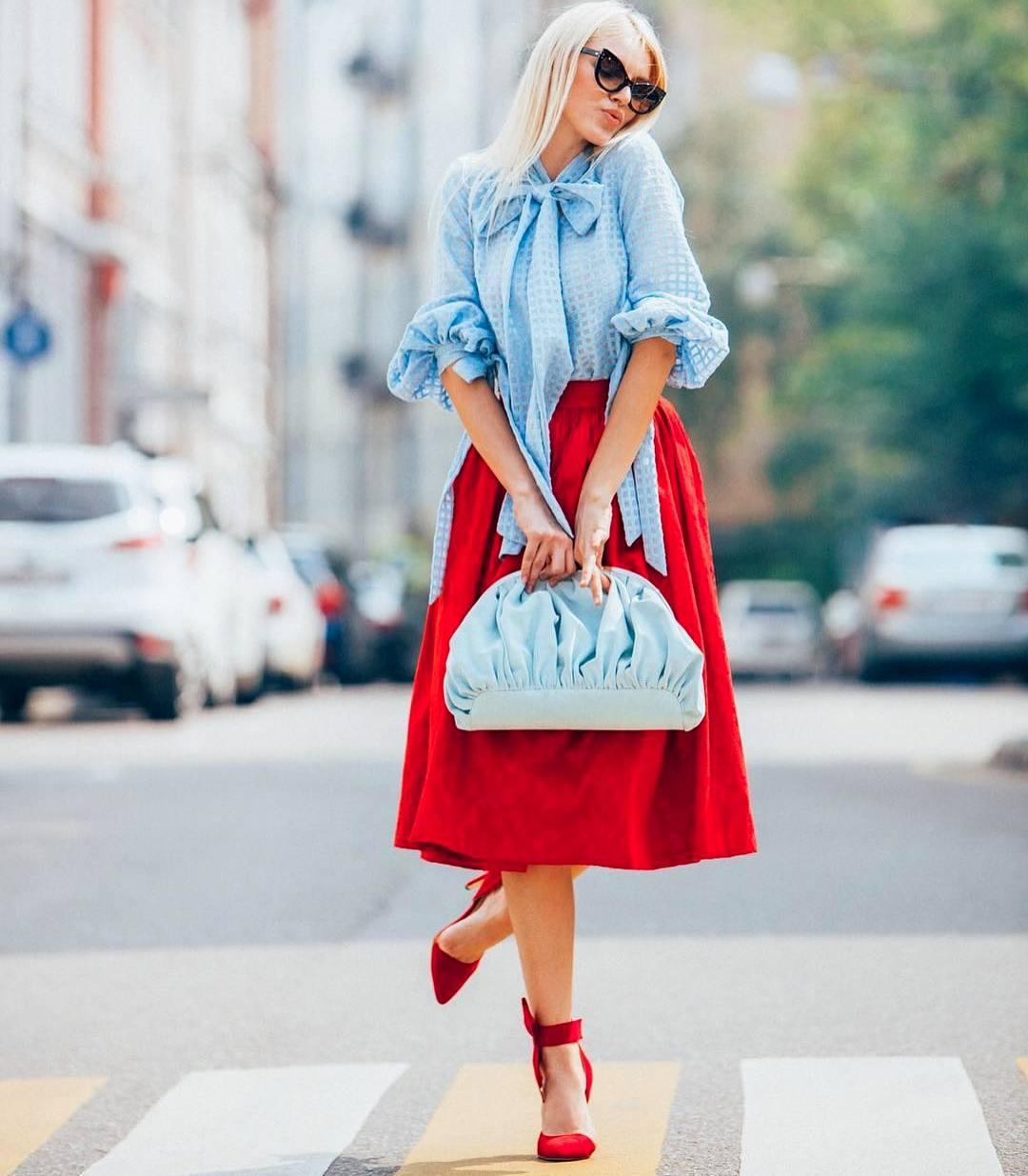 Красная юбка с блузой фото 2
