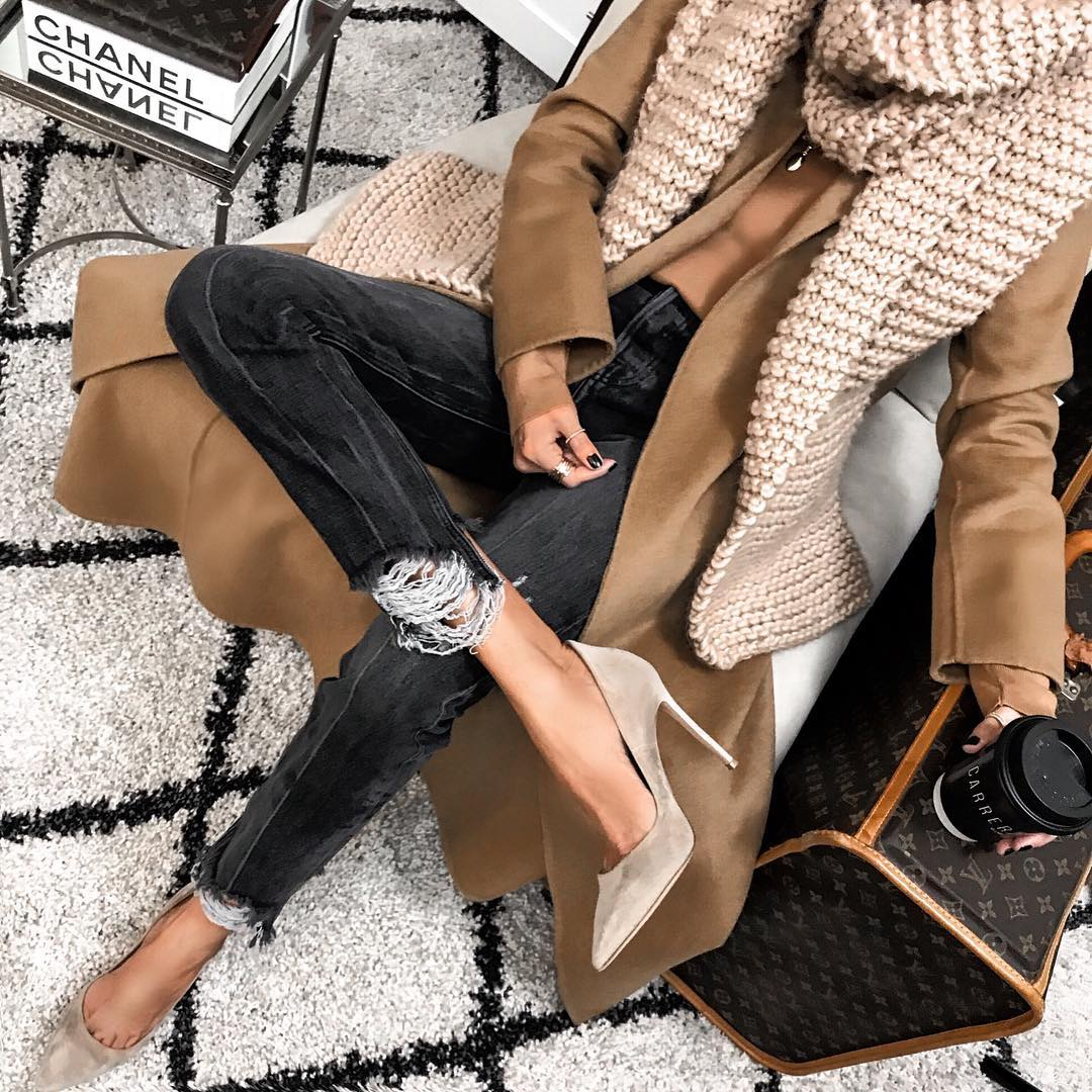 как стильно носить рваные джинсы осенью 2019 фото 2