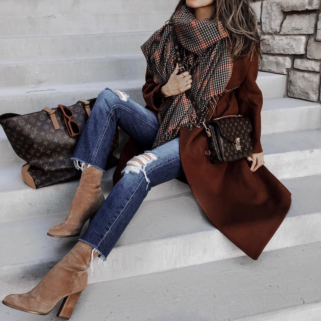 как стильно носить рваные джинсы осенью 2019 фото 5