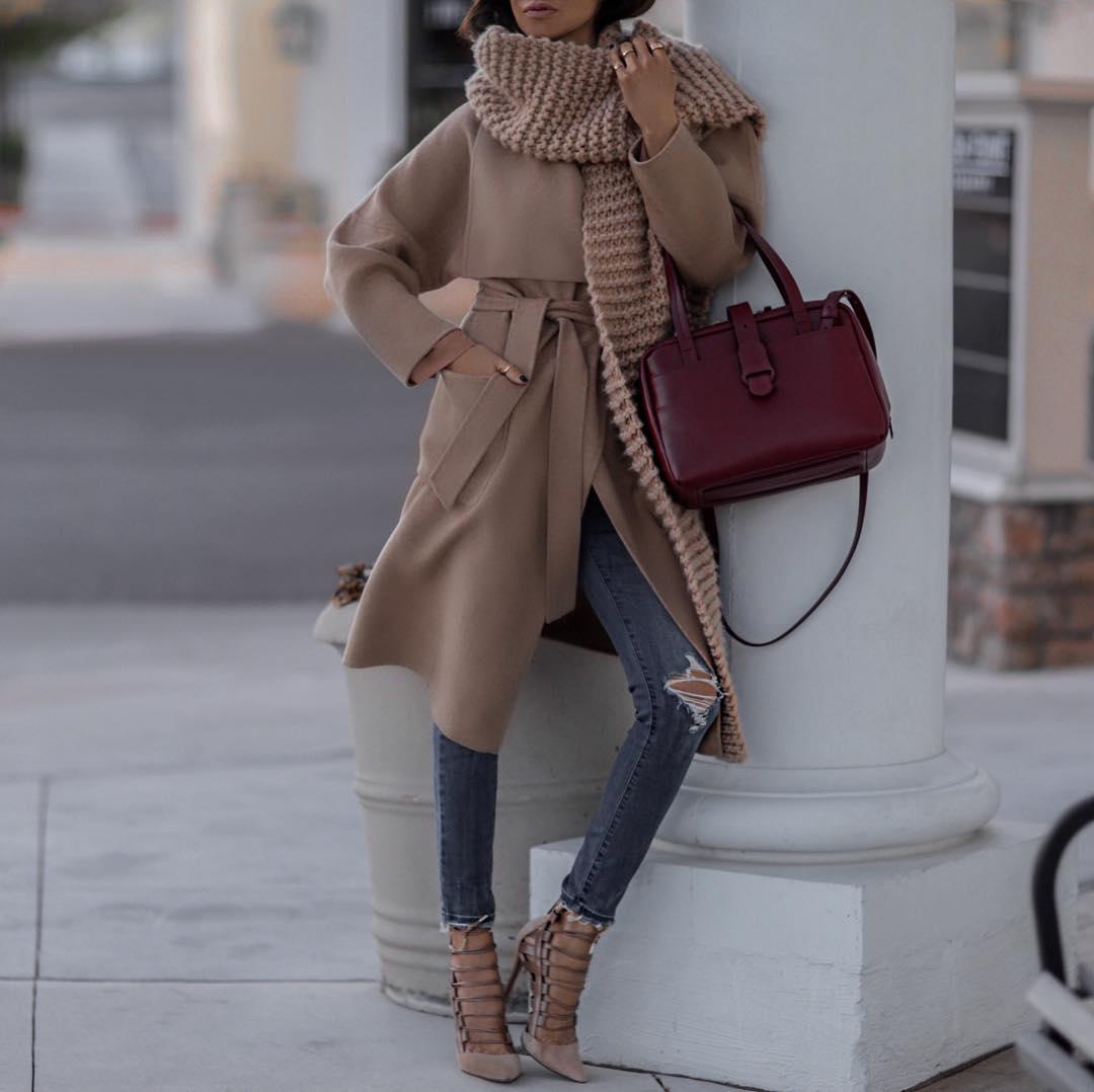 как стильно носить рваные джинсы осенью 2019 фото 13