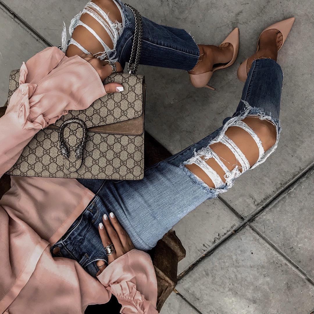 как стильно носить рваные джинсы осенью 2019 фото 15