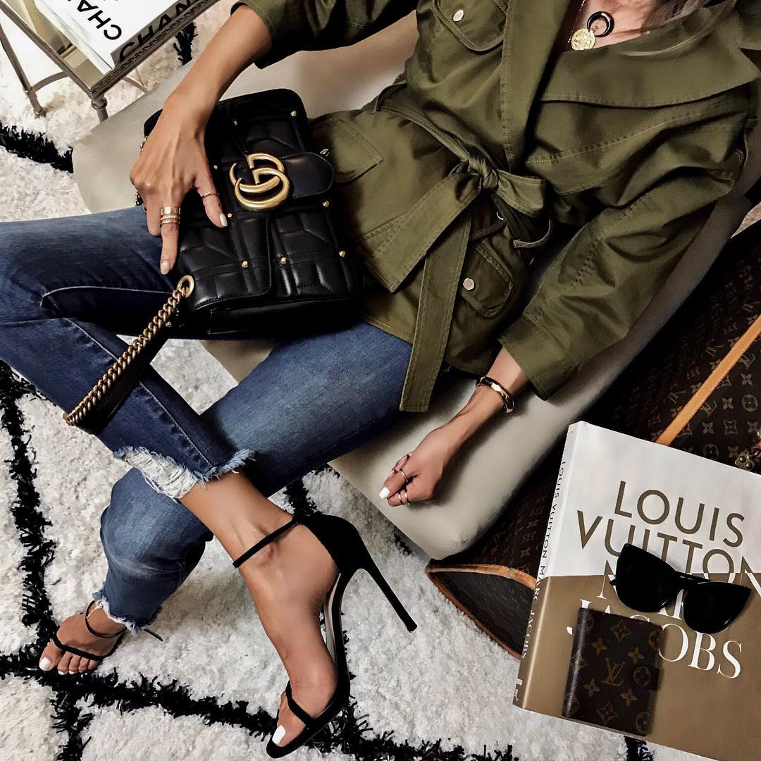 как стильно носить рваные джинсы осенью 2019 фото 16