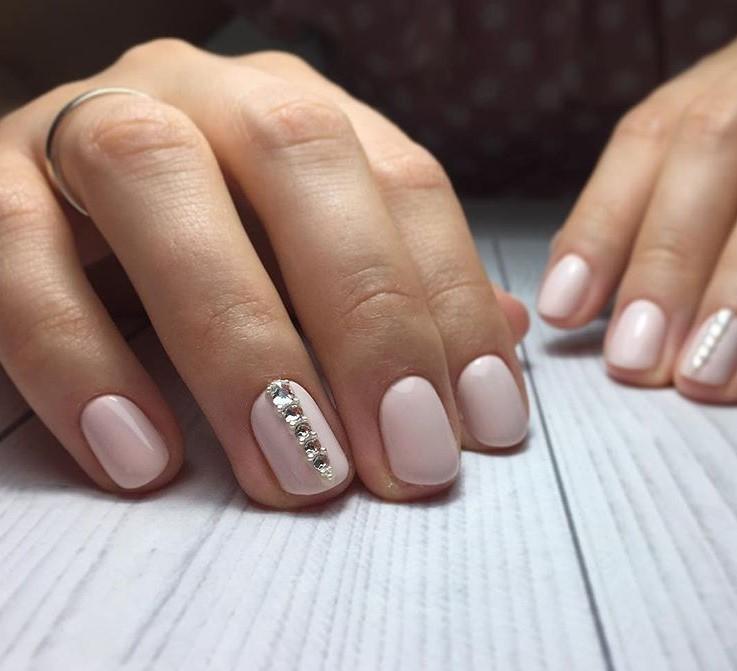 Светлый маникюр на коротких ногтях 2018-2019 фото 51