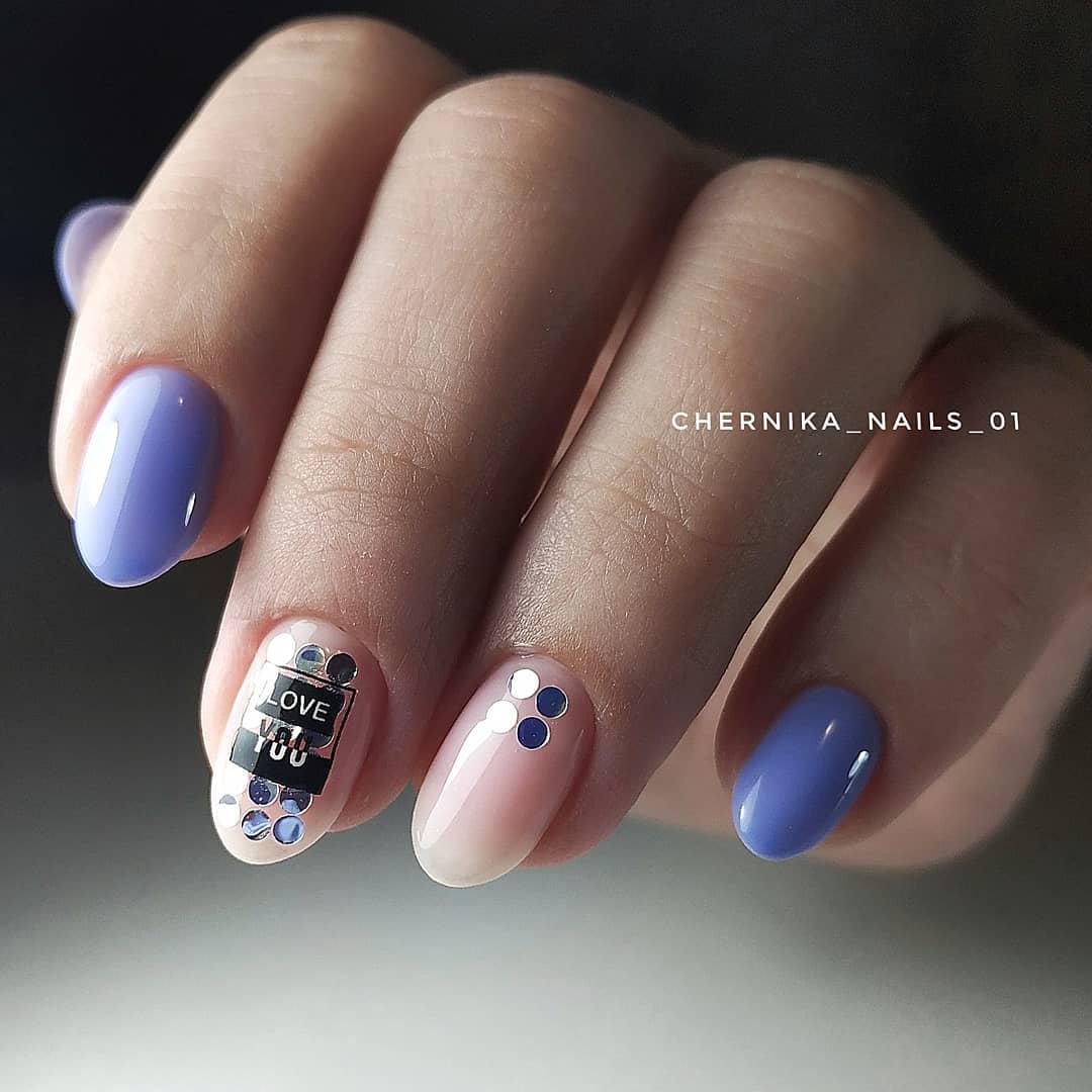 Буквы, слова и надписи на ногтях фото_11