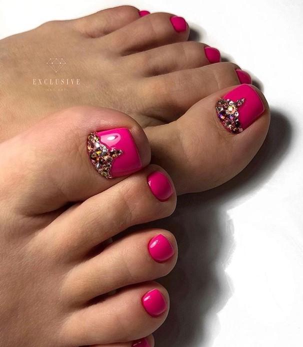 Розовый педикюр 2018-2019 фото 7