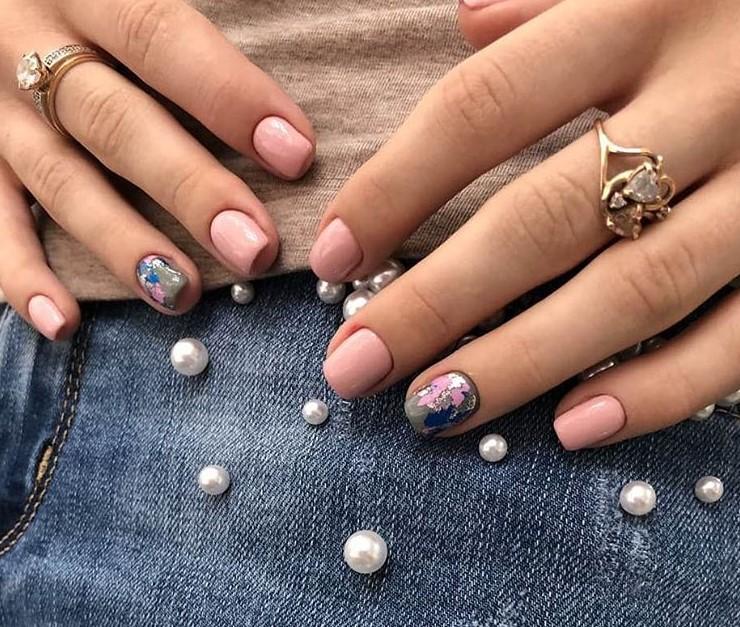 Светлый маникюр на коротких ногтях 2018-2019 фото 10