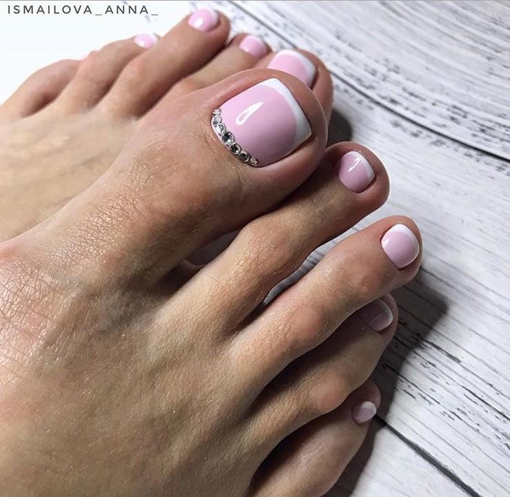Розовый педикюр 2018-2019 фото 10