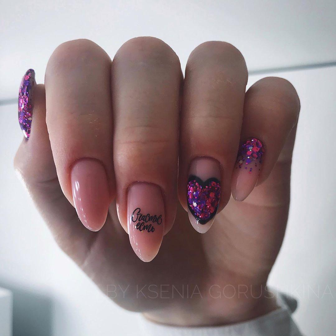 Буквы, слова и надписи на ногтях фото_25