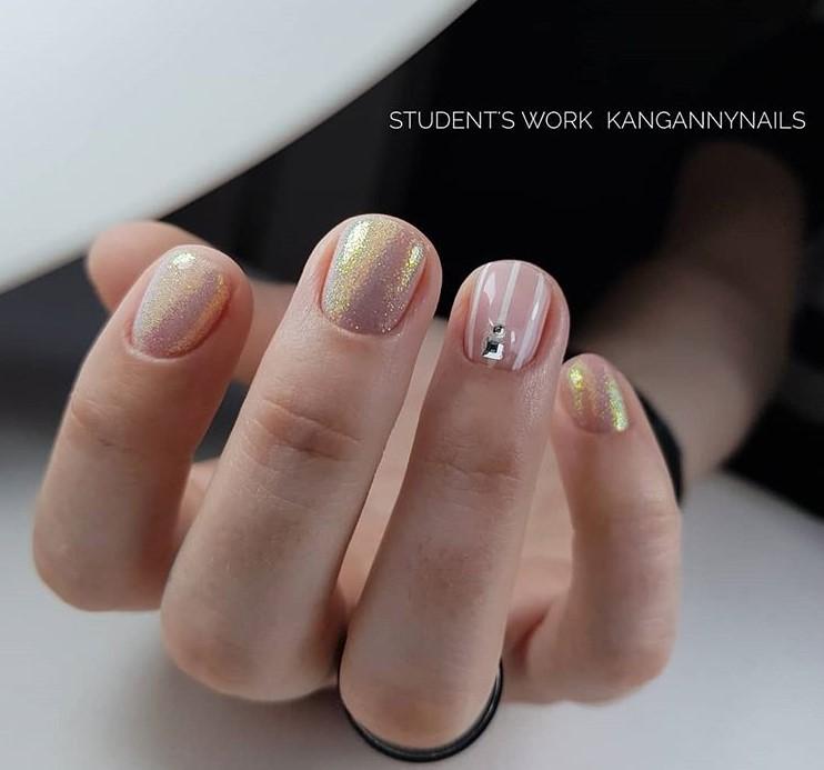 Светлый маникюр на коротких ногтях 2018-2019 фото 67