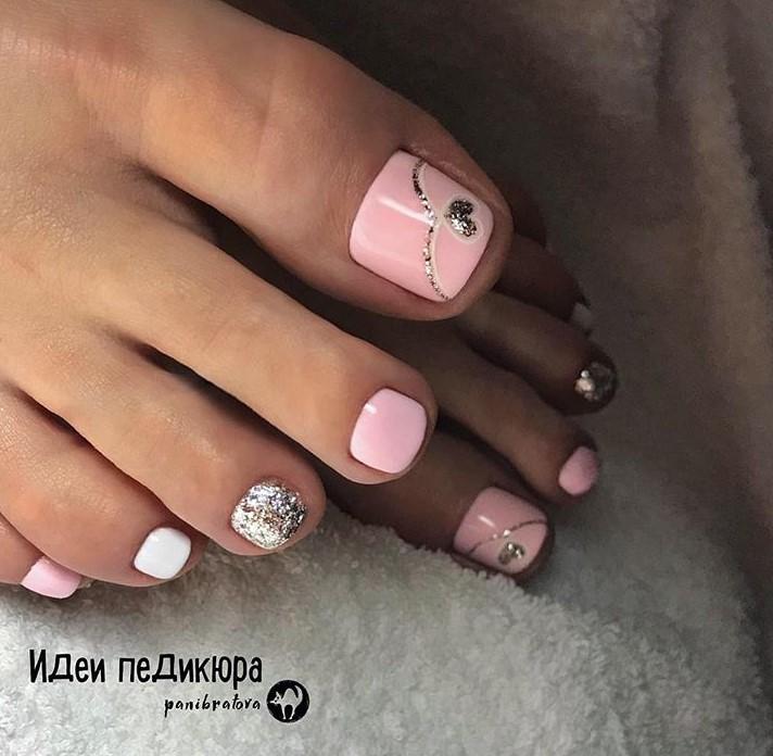 Розовый педикюр 2018-2019 фото 27