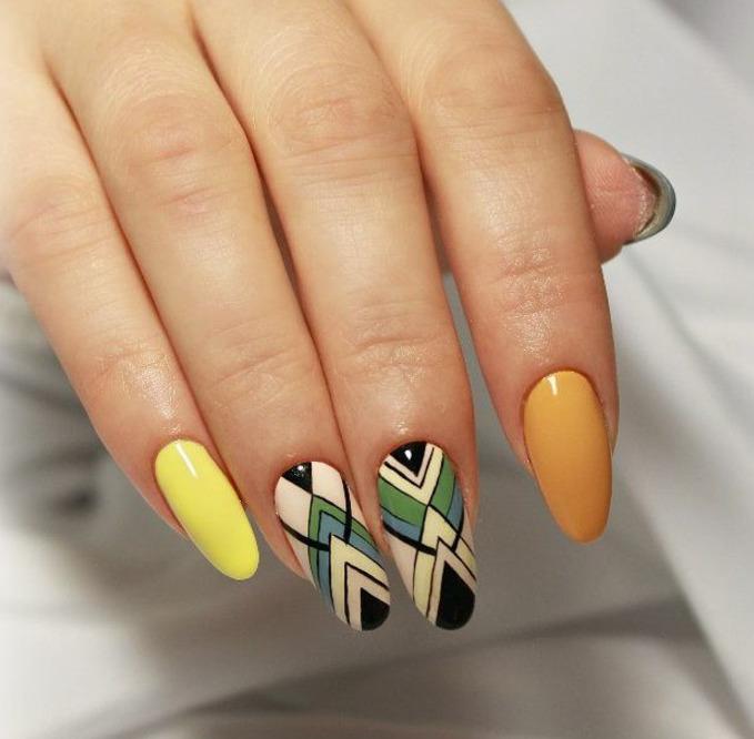 Геометрический маникюр на овальные ногти фото 5