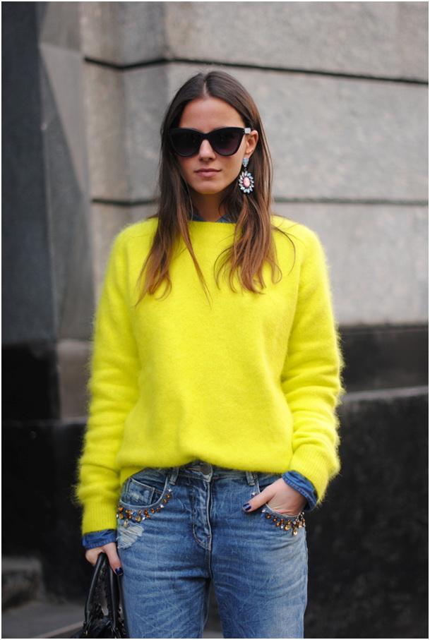 яркий свитер с чем носить фото 15