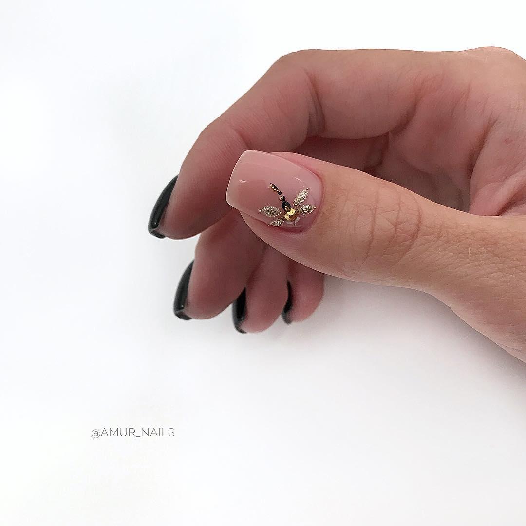светлый маникюр на коротких ногтях фото_9