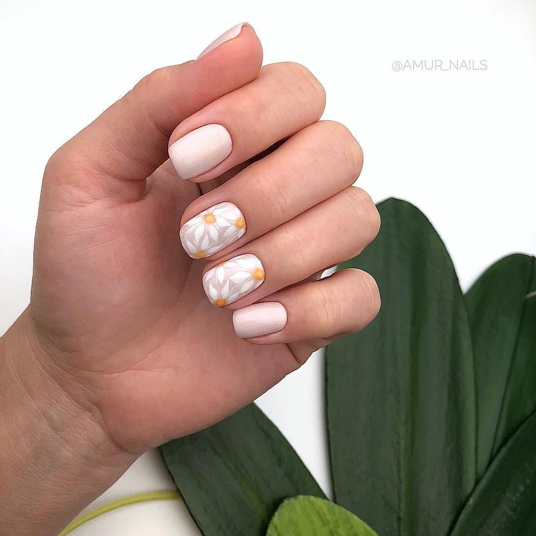светлый маникюр на коротких ногтях фото_6