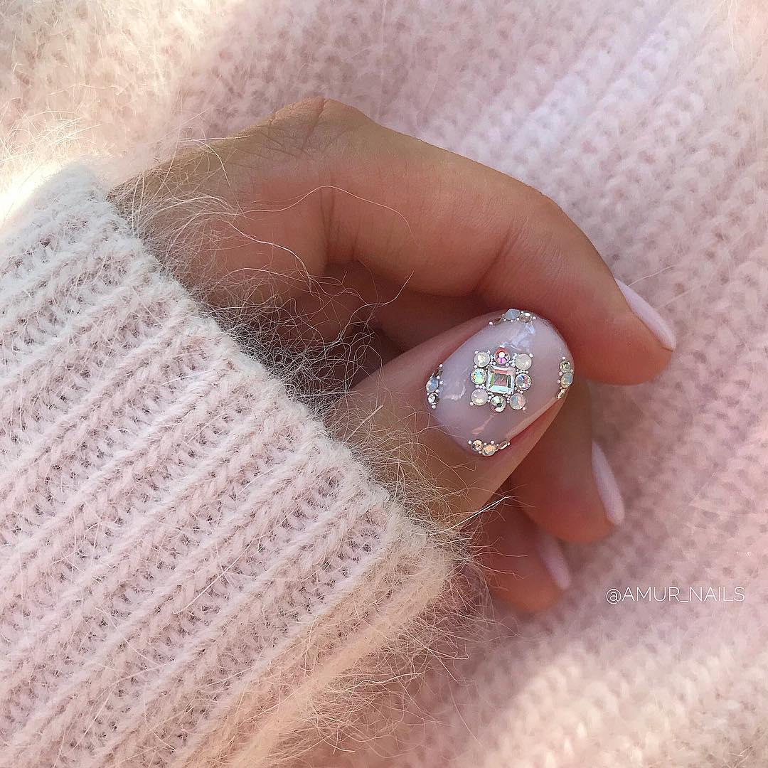 светлый маникюр на коротких ногтях фото_5