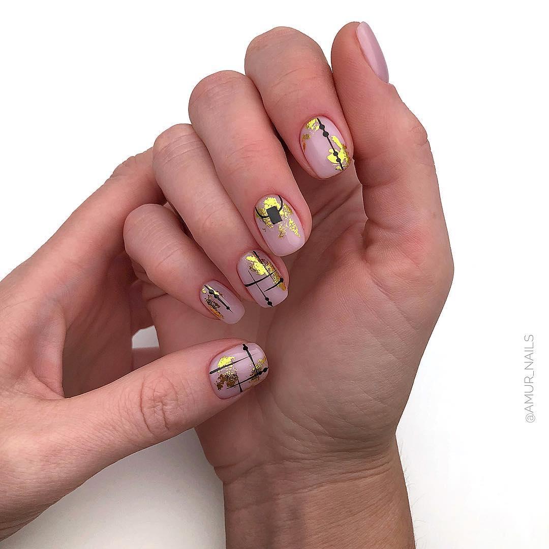 светлый маникюр на коротких ногтях фото_3