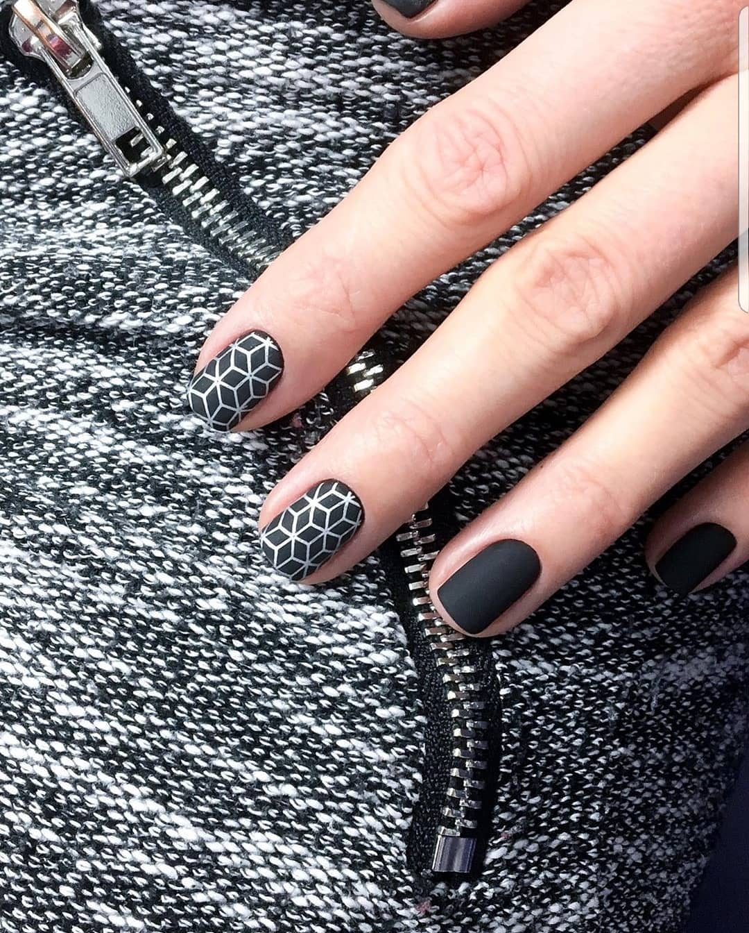 рисунки на коротких ногтях фото_14