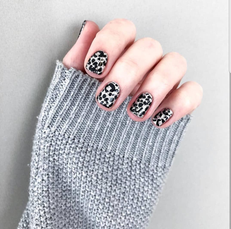 рисунки на коротких ногтях фото_11