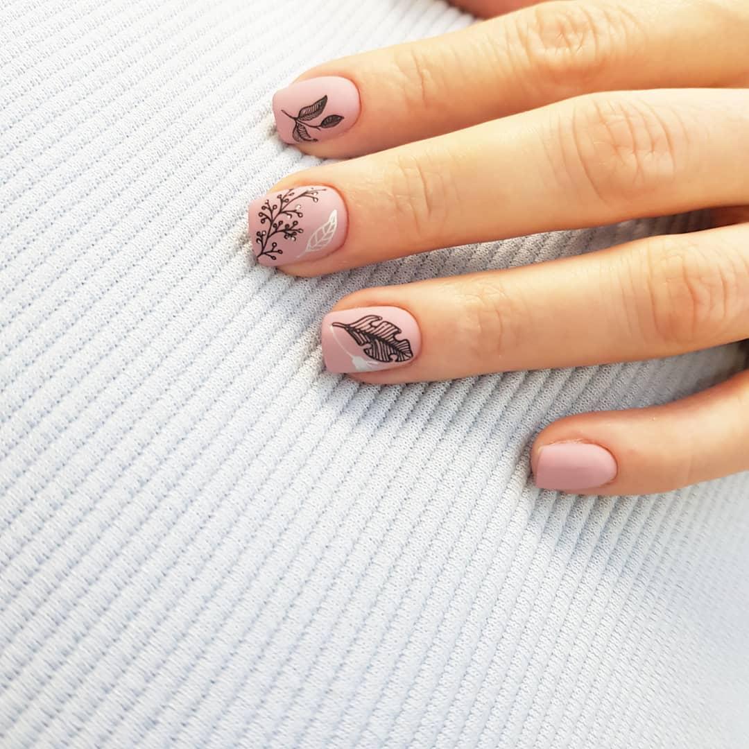 рисунки на коротких ногтях фото_9