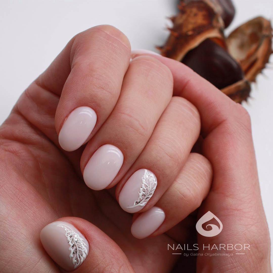 светлый маникюр на коротких ногтях фото_24