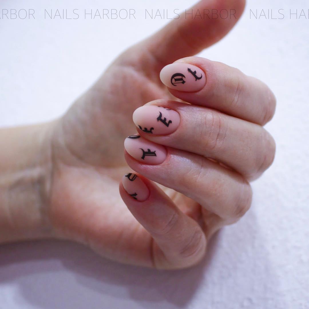 светлый маникюр на коротких ногтях фото_20