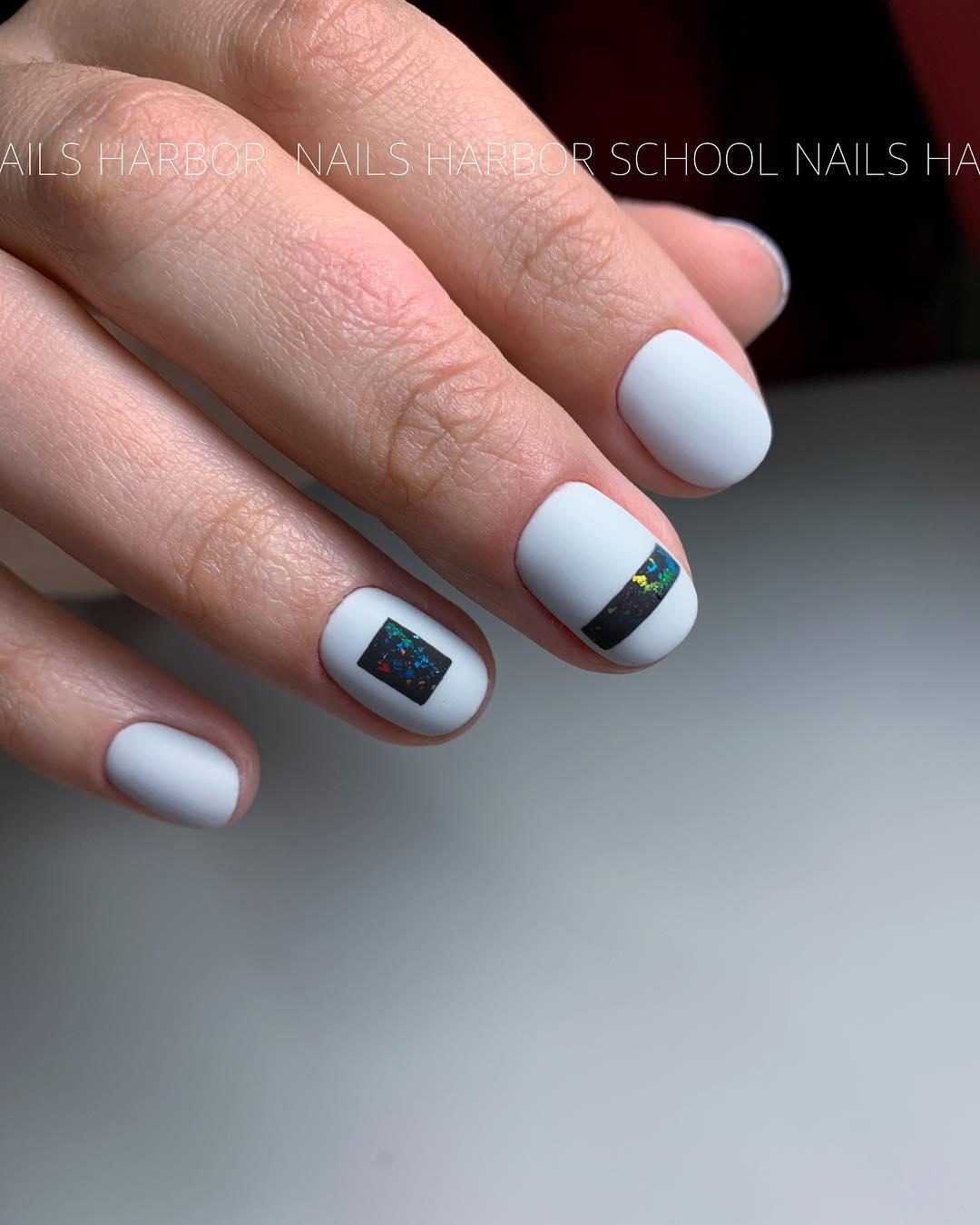 светлый маникюр на коротких ногтях фото_19