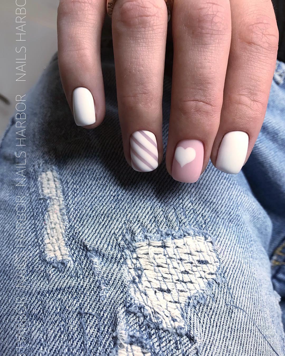 светлый маникюр на коротких ногтях фото_17