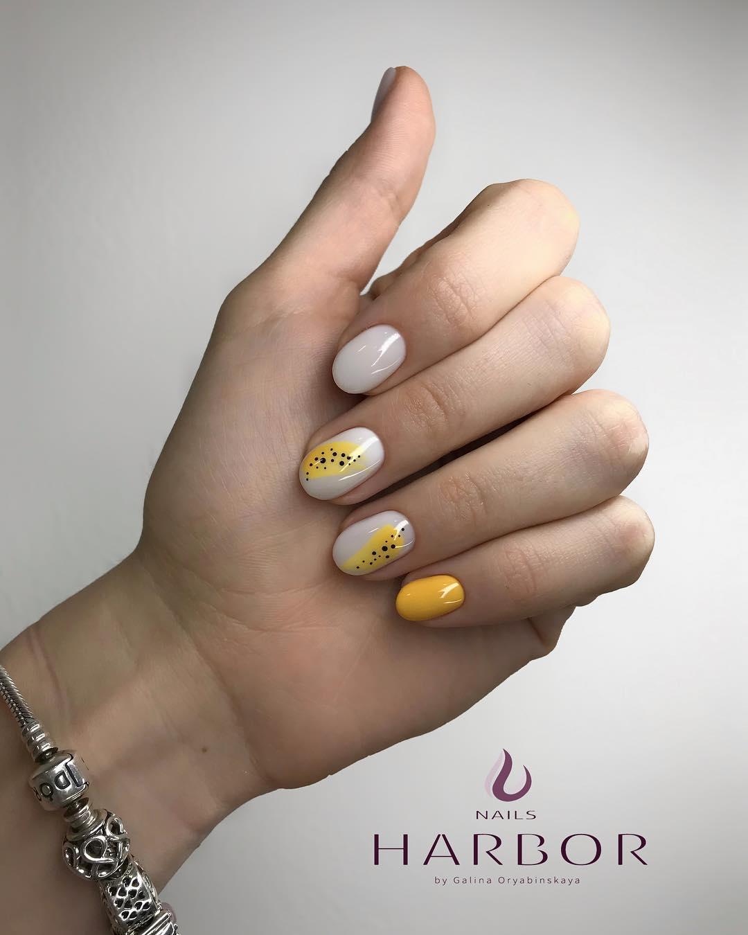 светлый маникюр на коротких ногтях фото_14